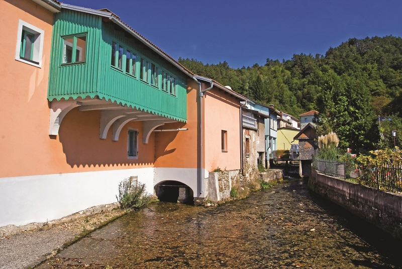 Hiše ob reki - Ilirska Bistrica