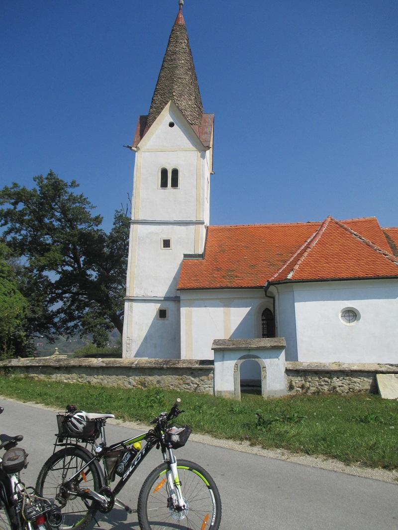 S kolesom po dolini Šmarski